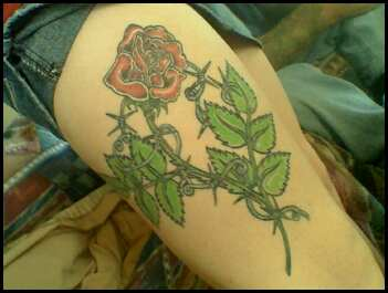 Red Roses on thigh