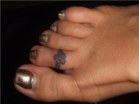 Flower toe ring on right foot